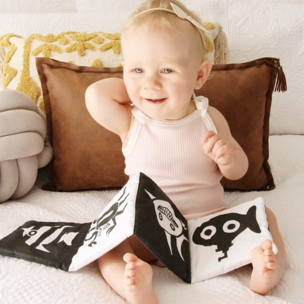 HIGH CONTRAST IMAGES BABY BOOK UNDER THE SEA
